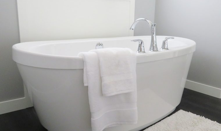 3 Reasons Bath Lifts Beat Grab Bars